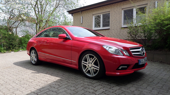 <strong>AMG E Coupe</strong> Privatwagen eines Kunden. Vollverklebung in rot.